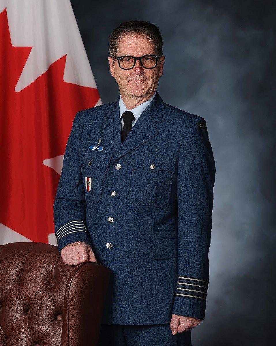M. Luc Vandal nommé Colonel honoraire.
